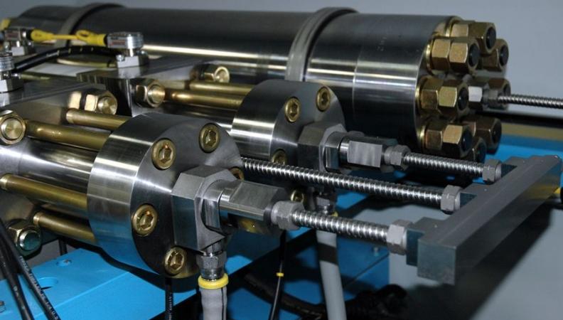 Multiplicador de presion y corte de chorro de agua, indispensable en el taller herramental